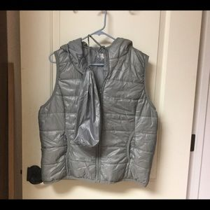 OSO Puffer Vest, hood and Duffle Pack